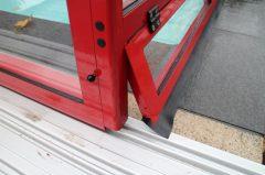Klappe in der Seitenwand, als Lüftungsklappe oder überbrücken vom erhöhten Beckenrand